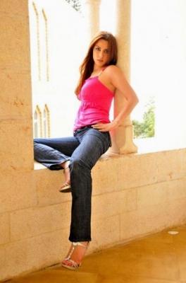 8205cdd6c صور عارضة الازياء اللبنانية فيفيان فرح