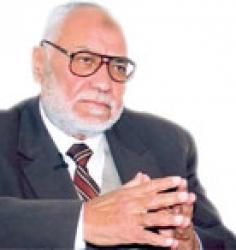 محمد مهدي عاكف :الاخوان سيضربون بالجزمة من يهاجمهم اذا وصلوا للحكم