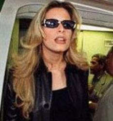 معلومات خاصة عن الزوج .. والزواج:عائشة القذافي زوجة لضابط شاب.. من القذاذفة