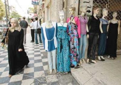 56aaccb11 منع المتاجر من عرض ملابس النساء وملصقات الملابس الداخلية بغزة | دنيا ...
