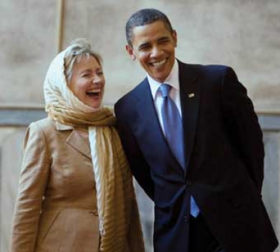 حرص اوباما وهيلاري كلينتون على خلع حذائيهما عند دخولهما مسجد السلطان حسن في القاهرة