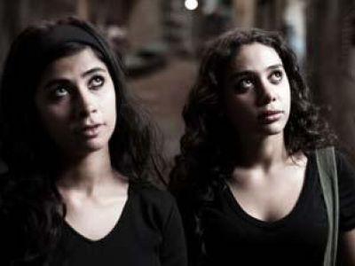 """صور عارية"""" لـ روبي وشقيقتها تثير جدلا واسعا 3868438599.jpg"""