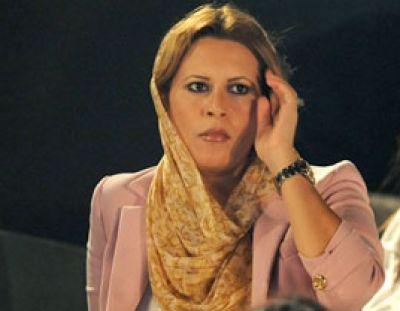 عائشة القذافي.. جمال وشخصية قوية ومدربة على حمل السلاح