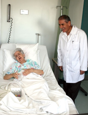 أجريت عملية قلب مفتوح لزراعة 4 شرايين في قلب حاج أمريكي، وذلك بعد تعرضه  لجلطة قلبية خطيرة نتيجة قصور في كفاية القلب، بالإضافة لإصابته بأمراض الضغط  والسكر، ...