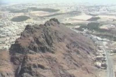مشاهد لساحة معركة أحد وجبل الرماة وقبر حمزة عم الرسول دنيا الوطن