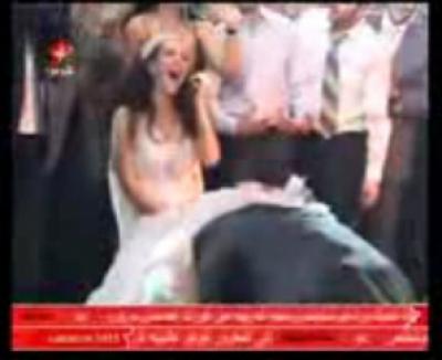 السبكي ينزع ملابس عروسه الداخلية و يغمسها بالشامبانيا و يرميها في وجه أصدقائه