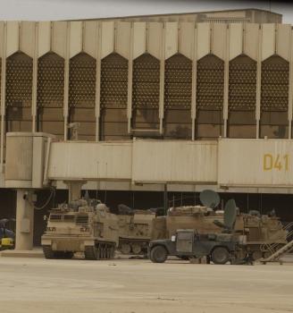 أسرار عن قيادة صدام حسين لمعركة المطار