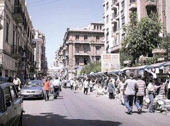 الإسكندرية:فتاة تسير مع خطيبها في وسط الشارع وفجأة إنشق الشارع الى نصفين وابتلعها