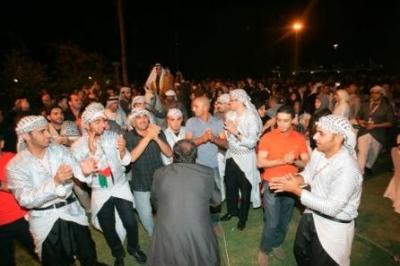 العرس الجماعي الفلسطيني في أبوظبي يخطف الابصار