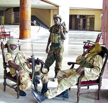 العاصمة التشادية تسقط بيد المتمردين والرئيس يتحصّن في قصره