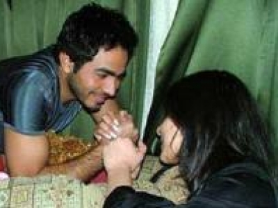 صور عارية لتامر حسنى مع فتيات لبنانيات