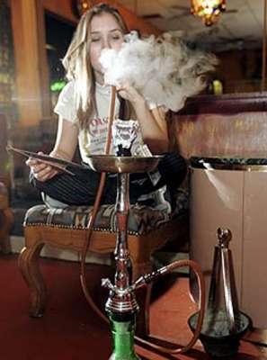 النارجيلة.. أضرار صحية أكثر من السجائر