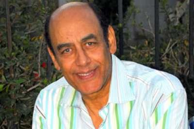 بالصور أحمد بدير يدعو المصريين لمغفرة خطايا مبارك