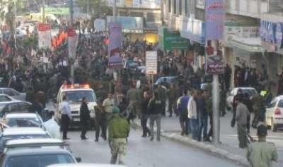 أجهزة الامن تنصب الحواجز لإفشال مسيرة حزب التحرير برام الله