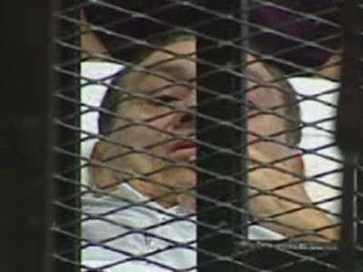 بدء جلسات محاكمة مبارك ونجليه والعادلي بتهمة قتل المتظاهرين