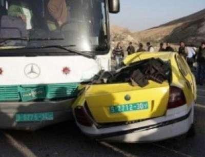حادث سير بين حافلة وسيارة عمومية فلسطينية