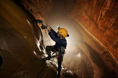 صور مدهشة داخل أكبر كهف في العالم: رحلة إلى باطن أرضنا التي لا نعرفها!