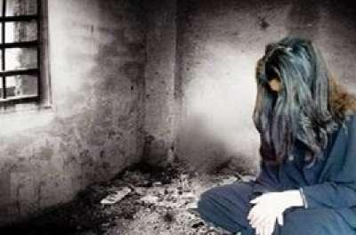 أب مغربي يحتجز ابنته 24 عاما في غرفة مظلمة 9998306155.jpg