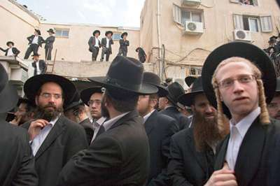 من الذي باع أراضي فلسطين لليهود ؟ سمسار اسرائيلي يؤرخ ويروي الأسماء !