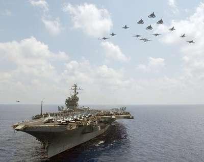 حشود وتحركات عسكرية وحاملات طائرات أميركية وكندية في المنطقة تحاصر سوريا وايران 9998309424