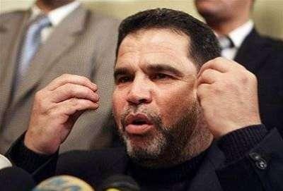 شنّ هجوماً على الرئيس عباس..البردويل يوضّح قضية رواتب غزة للمدنيين والعسكريين:يمكننا الحديث مع دحلان