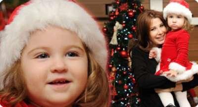 ابنة نانسي عجرم تخطف الأضواء منها بملابس بابا نويل