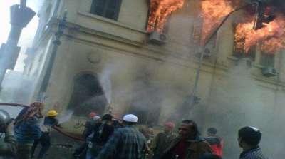 مصر تخسر جزءاً مهماً من تراثها في حريق المجمع العلمي في القاهرة..فيديو