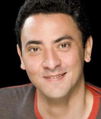 فتحي عبد الوهاب يتبرع بقرنيته لأحد مصابي الثورة