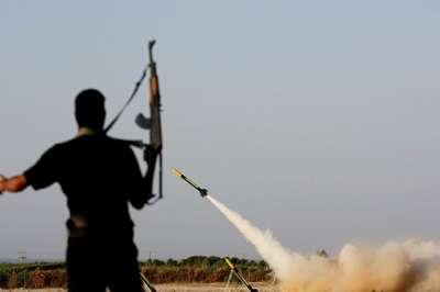 كتائب شهداء الاقصى تقصف موقع زكيم الصهيوني وسقوط صاروخ على عسقلان 9998314996