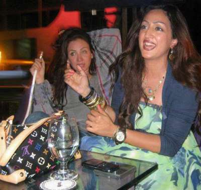 صور فضيحة ريهام سعيد المذيعة بقناة النهار تدخن الشيشة