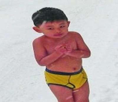 صيني يترك طفله عارياً يبكي وسط الثلوج 9998317515.jpg