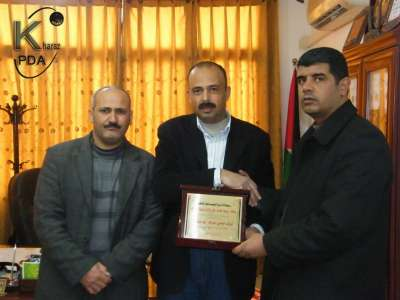 وكالة الخراز للصحافة و الإعلام تكرم مدير الاستخبارات العسكرية في طوباس