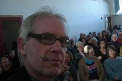 رسام سويدي يسيء للرسول بصور جديدة.. ويتعرض للضرب لثاني مرة