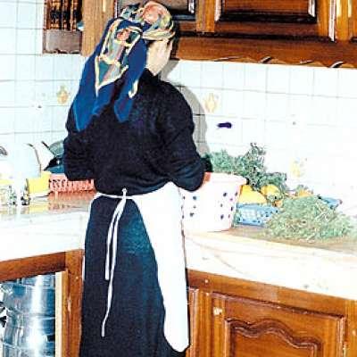 خادمة تضع «دمها وجبة ابن
