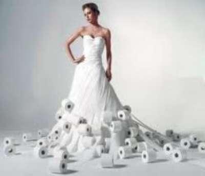فستان زفاف من ورق المرحاض
