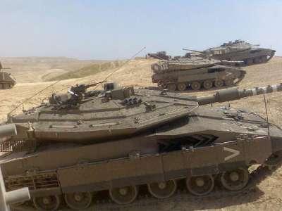 الجيش الاسرائيلي يحشد ثلاث فرق قوامها ثلاثين ألف جندي ومئات العربات العسكرية على حدود مصر