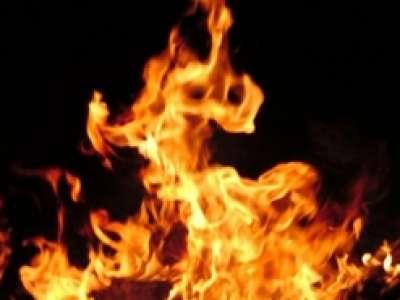 امرأة نيجيرية تشعل النار في ضرتها بعد يوم واحد من حفل ز