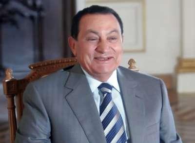 مبارك يجلس في الاستراحة ويسير بالحديقة ويقابل أقاربه فى المركز الطبي العالمي