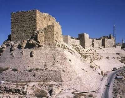 أردنيون يطردون سياحا يهودا من بلدتهم