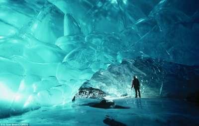صور مذهلة للكهوف الجليدية