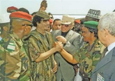 أحد مقربّي القذافي : العقيد لم يحب ياسر عرفات أو أبو مازن .. وعرض اللجوء على صدّام وتابع محاكمته كمن يتابع مصيره !