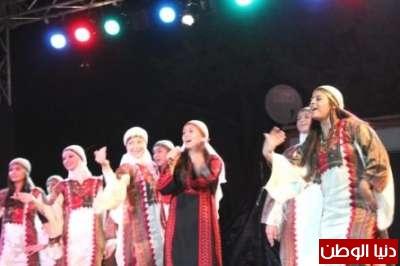 فرقة صمود تشعل مسرح فوانيس بالدبكة والأغاني الشعبية برام الله