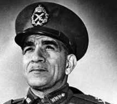 محمد نجيب.. قائد الثورة التي أنكرته !