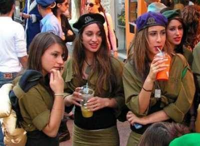 """""""هآرتس"""" : إقالة قائد كبير بالشرطة الإسرائيلية بعد تحرشه بـ7 مجندات"""