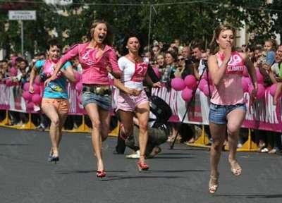 سباق الركض بالكعب العالي 9998344026.jpg