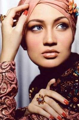 الموضة على طريقة الإعلاميات السعوديات.. يجمعن بين الموضة والاحتشام