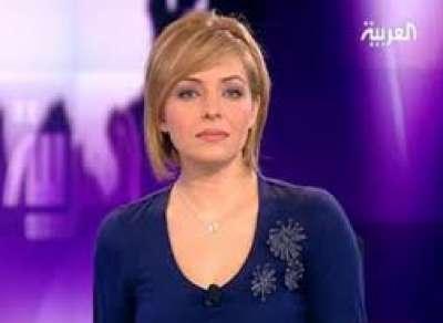 """بالفيديو .. وزير الاعلام المصري يتحرش بالمذيعة على الهواء : """"متكونش الاسئلة سخنة زيك""""!"""