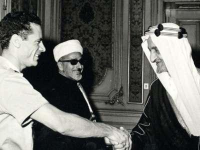 """الملك فيصل حذر السادات من القذافي """"المريض نفسياً"""""""