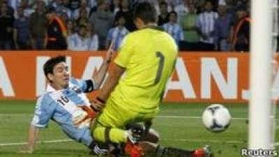 تصفيات مونديال 2014: ميسي يقود الارجنتين لفوز كبير على أوروغواي