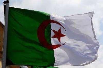 حصار السفارة الجزائرية في طرابلس وإحراق علمها